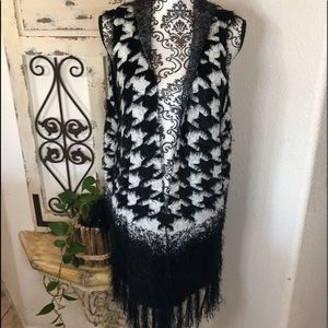 Investments large print houndstooth fringe vest